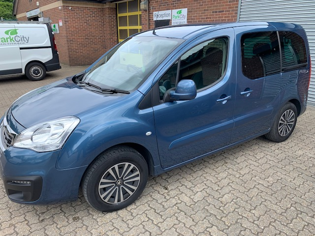 Use Wheelchair Accessible Peugeot Partner 1.6BlueHDi 100 Active automatic